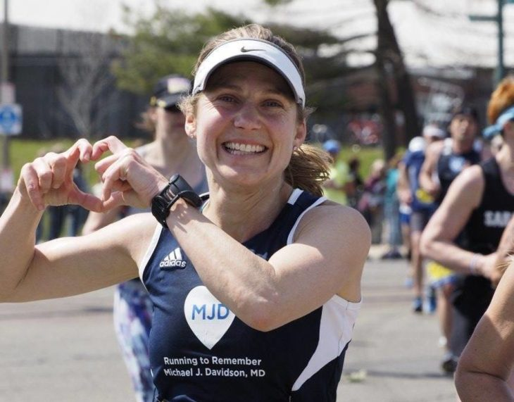 Meredith Saillant, MD, a pediatrician at Boston Children's Hospital, shows some love for her BWH marathon team.