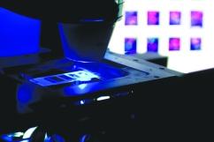 microscope_bluelight